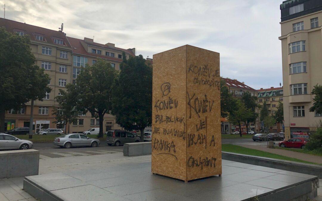 Na budoucnosti záleží aneb proč bouráme a stavíme sochy?